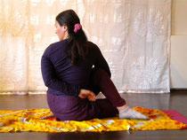 Ardha Matsyendrāsana (halber Drehsitz) 2