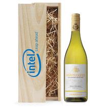 Witte wijn fles Chardonnay met eigen bedrukking op wijnkist vanaf 30 flessen prijs op aanvraag