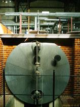 Historischer Dampfheizkessel in der Turbinenhalle, auf dem gelesen wurde, Foto: Beatrix van Ooyen