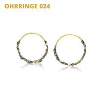"Ohrringe aus der Serie Wired | 14kt Gelbgold und 925 Sterlingsilber geschwärzt | 14kt Gelbgold aufgeschmolzen | *handmade  <br><a href=""https://www.caroertl.com/shop/ohrringe/ohrringe-024/"" target=""_blank"" p style=""color:#d5a93e""> zum SHOP ...</a>"