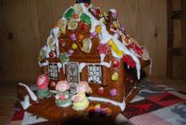 wir haben ein Lebkuchenhaus gebastelt