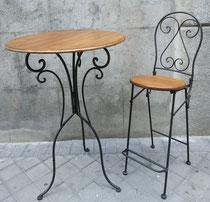 Mesa con 2 sillas altas