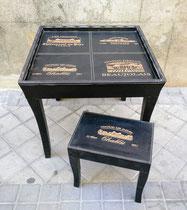 Mesa de cuero con 4 banquetas