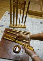 真竹管拭き漆塗り1回目