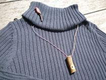 ウグイス笛とオナガのブローチ