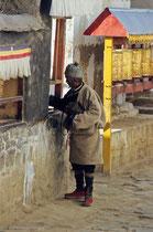 Old man rolling the prayer wheels, Tashilhuenpo Monastery, Shigatse, Tibet 1993