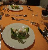 メロンもソースも最高、色がきれいな前菜。