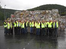 Recyclinghof-Betreuer beim Besuch der Fa. Jass