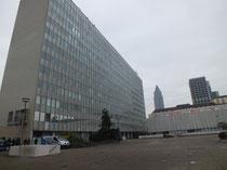 Juridicum, rechts im Bild der AfE-Turm