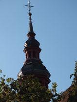 Der gotische Chor der katholischen Kirche Mariä Himmerfahrt, mit seinem Rauten-Sterngewölbe wurde im frühen 16. Jahrhundert fertiggestellt. Das Kirchenschiff stammt aus dem 18. Jahrhundert.