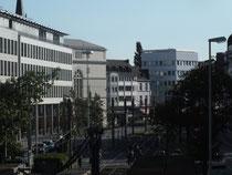 links im Bild : Landgericht