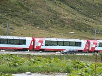 Glacier-Express im Bereich Oberalppass