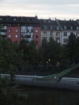 Flößerbrücke mit Blick auf das Sachsenhäuser Ufer