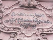 Inschrift am Hauptgebäude