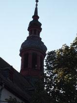 Der gotische Chor der katholischen Kirche Mariä Himmerfahrt, mit seinem Rauten-Sterngewölbe wurde im frühen 16. Jahrhundert fertiggestellt. Das Kirchenschiff stammt aus dem 18. Jahrhundert