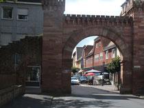 Rest eines ehemaligen gebäudes, auf Weisung von Ludwig II wie ein Stadttor errichtet