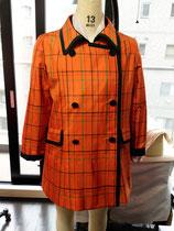 藤絹の着物をコートジャケットに仕立てました。パリパリした風合いが、まるでタフタのよう。