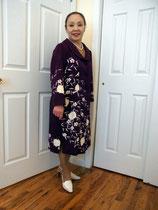 日本らしい紫のお着物で、スプリングコートを。模様を流れるように配置。パネルラインで立体的に仕上がっています。