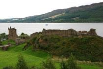 Urquard Castle nahe dem Städtchen Drumnadrochit liegt malerisch am Loch Ness.