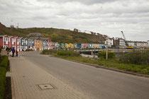 Hummerbuden: Die bunt bemalten, hölzernen Hummerbuden am Hafen sind ehemalige Wohn- und Werkstätten der Fischer.