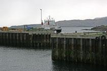 Von Mallaig aus kann man mit der Fähre zu den vielen Inseln der Westküste übersetzen. Unter andem Fahren Fähren zur Isle of Skye.