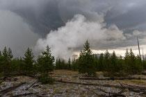 Gewitterstimmung nahe dem Midway Geyser Basin