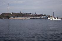 Helgoland vom Schiff aus gesehen.