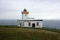 Auf den steilen Klippen steht ein 1924 errichteter Leuchtturm.