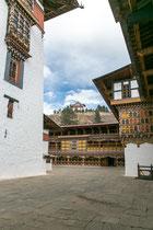 Blick auf den Wachturm Ta Dzong vom Innenhof aus.