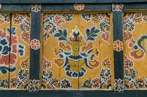 Die niemals leere Schatzvase ist eines der Glückssymbole Bhutans und steht für Wohlstand.
