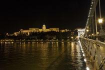 Budapest liegt an der Donau.
