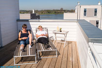 Sonnenbad auf der Dachterrasse