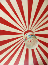 Zirkusdecke rot-weiß in Kinderzimmer