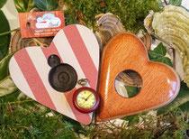 Schöne Uhr mit Holzgehäuse