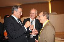 Jean-Jack Queyranne en conversation avec le représentant italien  - Lyon - 0ctobre 2011  © Anik COUBLE