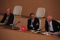 Jean-Jack Queyranne,  Bernard Soulage et le représentant allemand à la tribune - Lyon - 0ctobre 2011  © Anik COUBLE