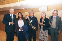 José Gualinga, représentant  la communauté quechua Sarayaku en Equateur et sa soeur, entourés de Jean-Jack Queyranne et Véronique Moreira  Moreira - Lyon - 0ctobre 2011  © Anik COUBLE