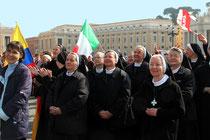 Des religieuses - place St Pierre - Rome - Mars 2012 © Anik COUBLE