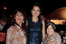Aurélie FILIPPETTI et les femmes panthères Esméralda et Pascaline - Festival de Cannes 2013 - Photo © Anik COUBLE