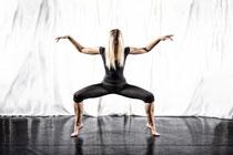 Tänzerin mit einer Pose aus Modern Dance