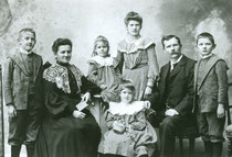 Die Familie von Samuel Junior. Ganz links ist der junge Oskar Senior