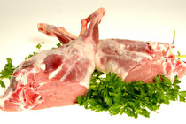 Pierna de cordero. Para hacer al horno, o cortada en filetes, con el hueso o deshuesada. Especificar al hacer el pedido como lo quiere. En caso de necesitarla deshuesada puede aprovechar el hueso para hacer caldo.