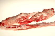 Pecho y cuello de cordero. Son ideales para poner en el caldo. Aunque también se pueden utilizar para hacer algún guiso. El cuello de cordero también se puede hacer al horno.