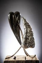 Les cœurs se bouleversent  Hauteur 43cm  Inox, marbre