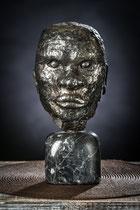 """Visage d""""un homme     Hauteur 32cm  Inox, socle marbe"""