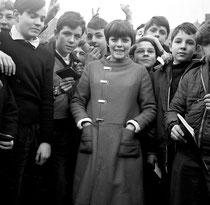 Mireille Mathieu, chanteuse, 1963