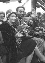 Charles Trenet et sa mère, 1964