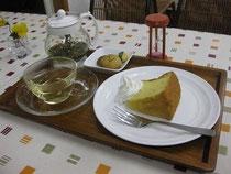 塾生手作りのケーキとハーブティーのセット