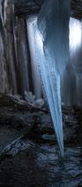 Verlassenes Bergwerk - Tunnel mit Eisformationen