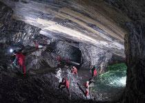 Verlassenes Bergwerk - wunderschöne Decke mit Marmorstrukturen